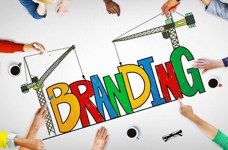 bocetos de personas: Concepto de marca Branding Mercado Estrategia Nombre