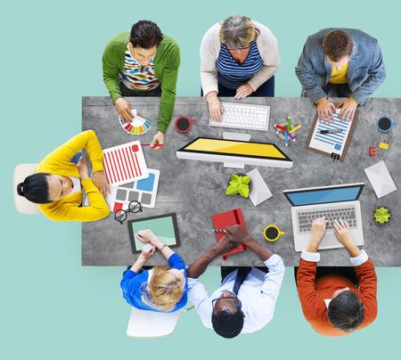 hombres ejecutivos: Gente Corporate Meeting Planificaci�n Lluvia Concepto Foto de archivo