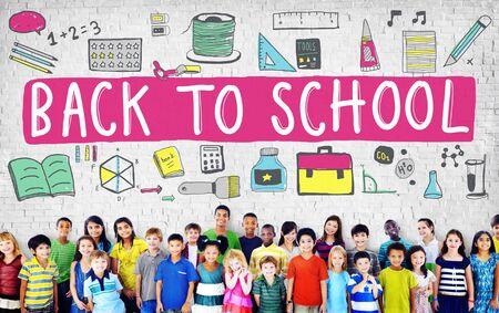 school bag: Ni�os Alegre Educaci�n Estudiar Concepto Conocimiento Foto de archivo