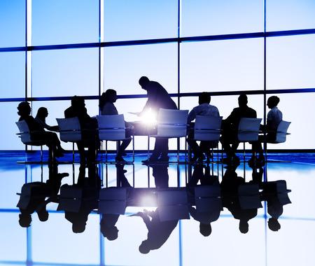 비즈니스 사람들이 회의 토론 통신 개념