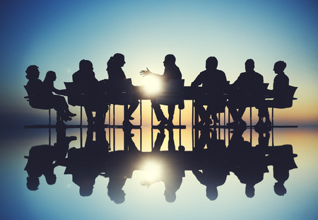 reunion de trabajo: Grupo de hombres de negocios reuni�n de reflexi�n Concepto Foto de archivo