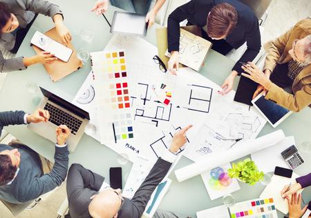 新しいプロジェクトのチームワークの概念を計画設計チーム