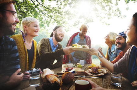 Diverse Lidé Oběd venku potravin Concept