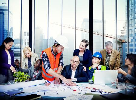 tormenta de ideas: Ingeniero Arquitecto Reunión Gente Lluvia Concepto Foto de archivo