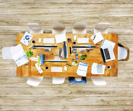 oficina desordenada: Oficina sucio lugar de trabajo contempor�neo Concepto