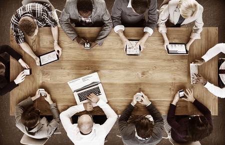 red informatica: Grupo de hombres de negocios Reuni�n Corporativa Concepto Foto de archivo