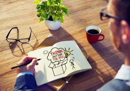 datos personales: Empresario Lluvia de ideas sobre el pensamiento Foto de archivo