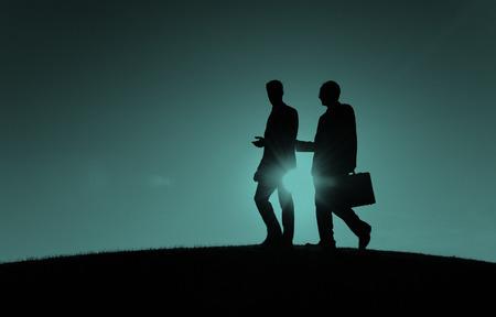 personas caminando: Empresarios Commuter Caminar Trabajo en equipo Concepto Corporativa