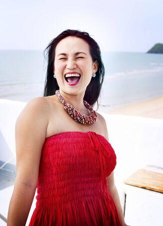 caras felices: Mujer Bonita Beach Alquiler de Lifestyle Retrato Concepto Foto de archivo