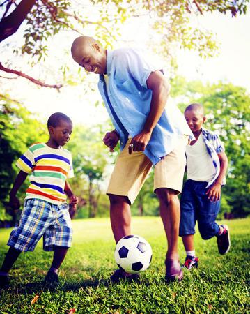 ni�os sanos: Familia africana de vacaciones Felicidad Holiday Actividad Concept