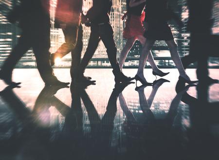 liderazgo empresarial: Hombres de negocios de colaboración en equipo Trabajo en equipo Concepto Profesional