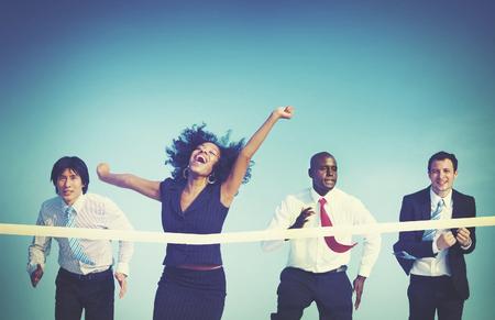 black girl: Gesch�ftsfrau Gewinnen Wettbewerb Mission Ziel-Konzept