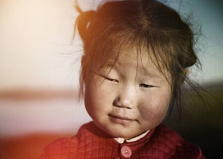 pobreza: Asiática linda Gril por la mañana temprano Concepto Foto de archivo