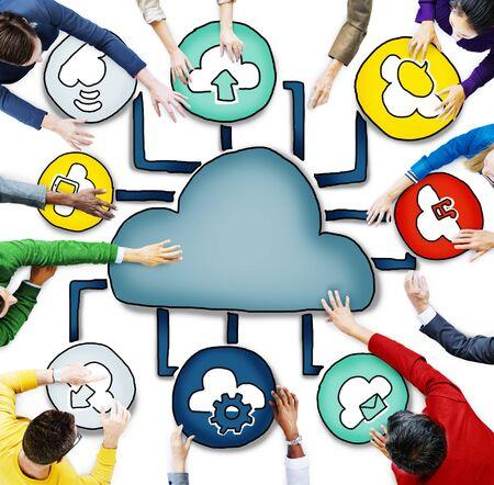 obra social: Vista aérea de personas y conceptos de Cloud Computing Foto de archivo