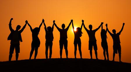 人のお祝い陽気な日没の概念のグループ