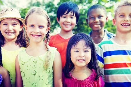 ni�os sonriendo: Grupo de ni�os sonrientes Alegre Concepto