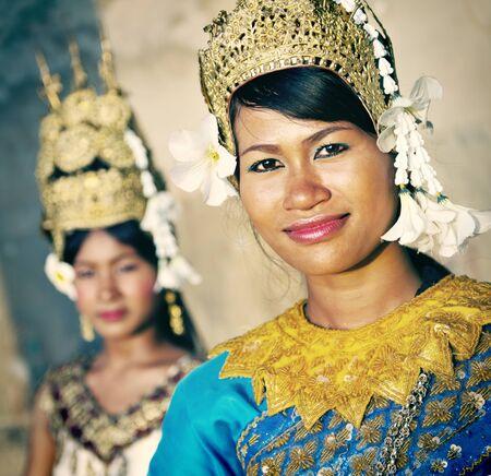 danseuse: Une belle jeune danseuse posant pour un concept de l'image Banque d'images