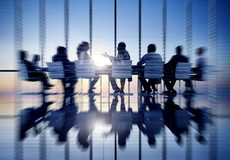 reuniones empresariales: Oficina de Comunicaci�n Gente de negocios Sala de reuniones Concept