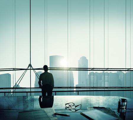 hombre de negocios: Empresario Pensando Aspiraciones Objetivos Contemplando Concepto