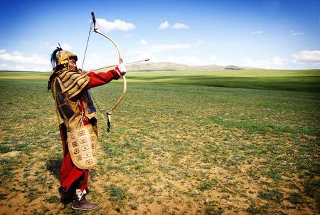 arco y flecha: Histórico Caza Mongolia Batalla Concepto Foto de archivo