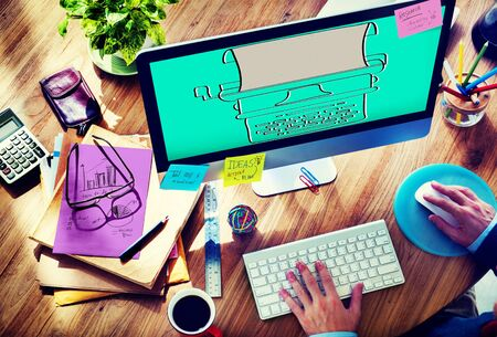 maquina de escribir: Máquina de escribir Tipografía Editorial Equipo Editorial Concepto Foto de archivo