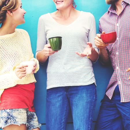 personas hablando: Grupos Personas Chateando Interacci�n Socializar Concepto