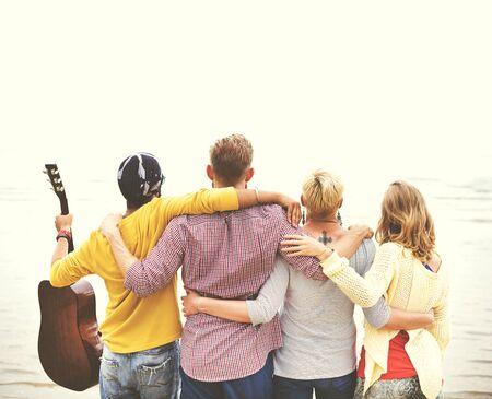 amistad: Amigos Vacaciones Amistad Huddle concepto de la felicidad