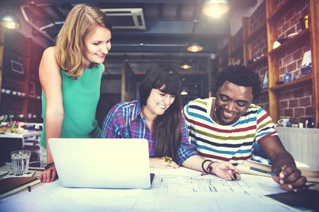 mujeres trabajando: Arquitecto Diverse Concepto Grupo de Trabajo