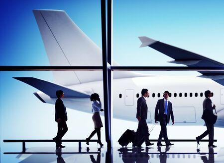 persona viajando: La gente de negocios que viajan Aeropuerto Avión Concepto