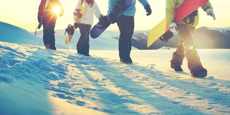 사람들 스노우 보드 겨울 스포츠 우정 개념