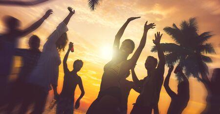 persone che ballano: Persone Celebration Beach Party Estate concetto di vacanza per le vacanze Archivio Fotografico