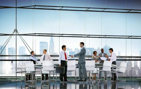 비즈니스 사람들이 회의 토론 핸드 셰이크 인사말 개념 스톡 콘텐츠