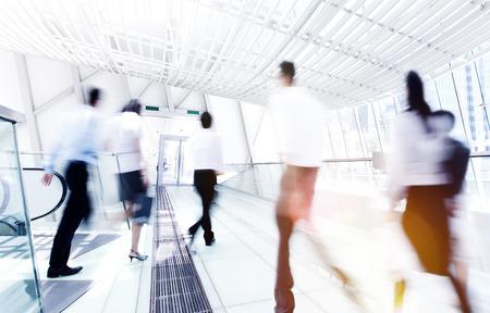 bewegung menschen: Gesch�ftshauptverkehrszeit Pendler B�ro Gehen Konzept