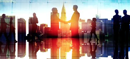 közlés: Businessm emberek Kézfogás Vállalati köszöntő kommunikációs koncepció Stock fotó