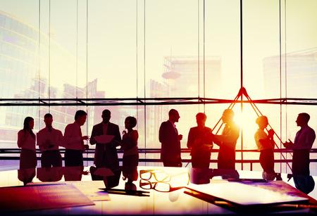 reflexionando: Gente de negocios Reuni�n de Discusi�n Corporativa Equipo Concepto Foto de archivo