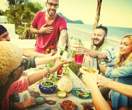 축하: 해변 여름 저녁 식사 파티 축 하 개념 스톡 콘텐츠