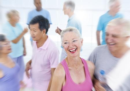 actividad fisica: Tercera edad Healthy People Fitness Training Concept Foto de archivo