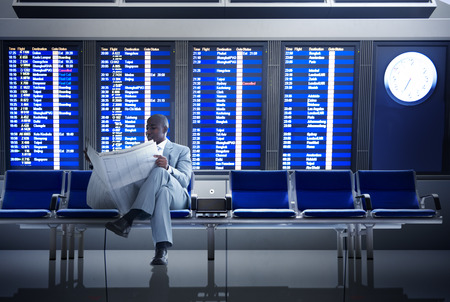 実業家空港ビジネス旅行飛行の概念を待っています。 写真素材