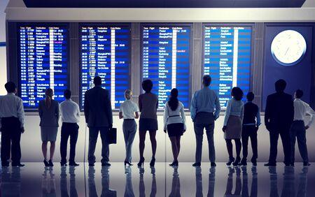 gente aeropuerto: Gente de negocios Aeropuerto Terminal Viajes Concepto Salida Foto de archivo