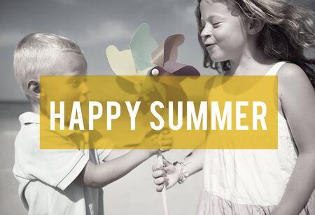 愉快的夏天友谊海滩假期概念