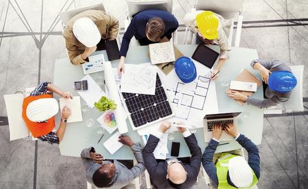 ingeniero: Ingeniero Arquitecto Reunión Gente Lluvia Concepto Foto de archivo