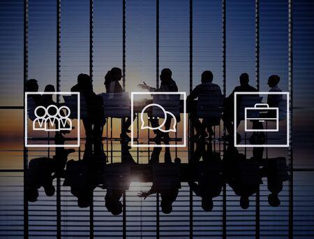 trabajo en equipo: Colaboración Corporativa Concepto Negocios Trabajo en equipo Comunicación Foto de archivo