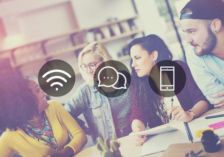 無線技術オンライン メッセージング通信の概念 写真素材