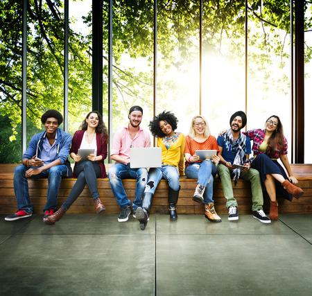 juventud: Tecnolog�a Juvenil Amigos Amistad Juntos Concepto Foto de archivo