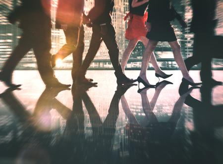 siluetas de mujeres: Hombres de negocios de colaboraci�n en equipo Trabajo en equipo Concepto Profesional