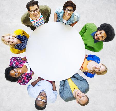 diversidad: Gente Diversa Amistad Felicidad Alegre Unión Concept