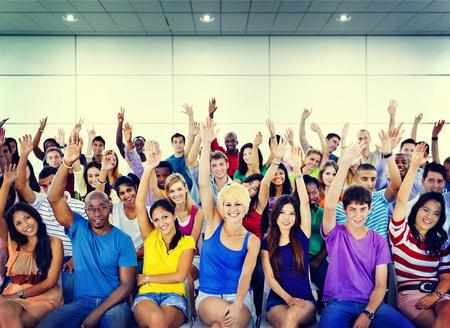 preguntando: Grupo Multitud Cooperación Sugerencia Voluntarios Concepto