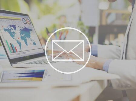 correo electronico: Correo electrónico Mensajería concepto de Internet en línea
