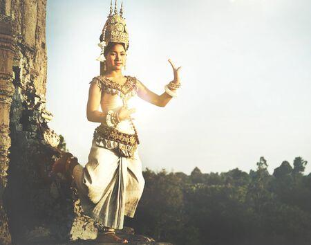 vestidos de epoca: Aspara bailarines en Angkor Wat concepto tradicional