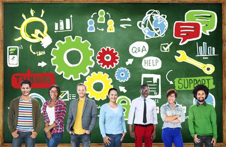 trabajo en equipo: Colaboración Éxito teamwork Cog Unidad Concepto